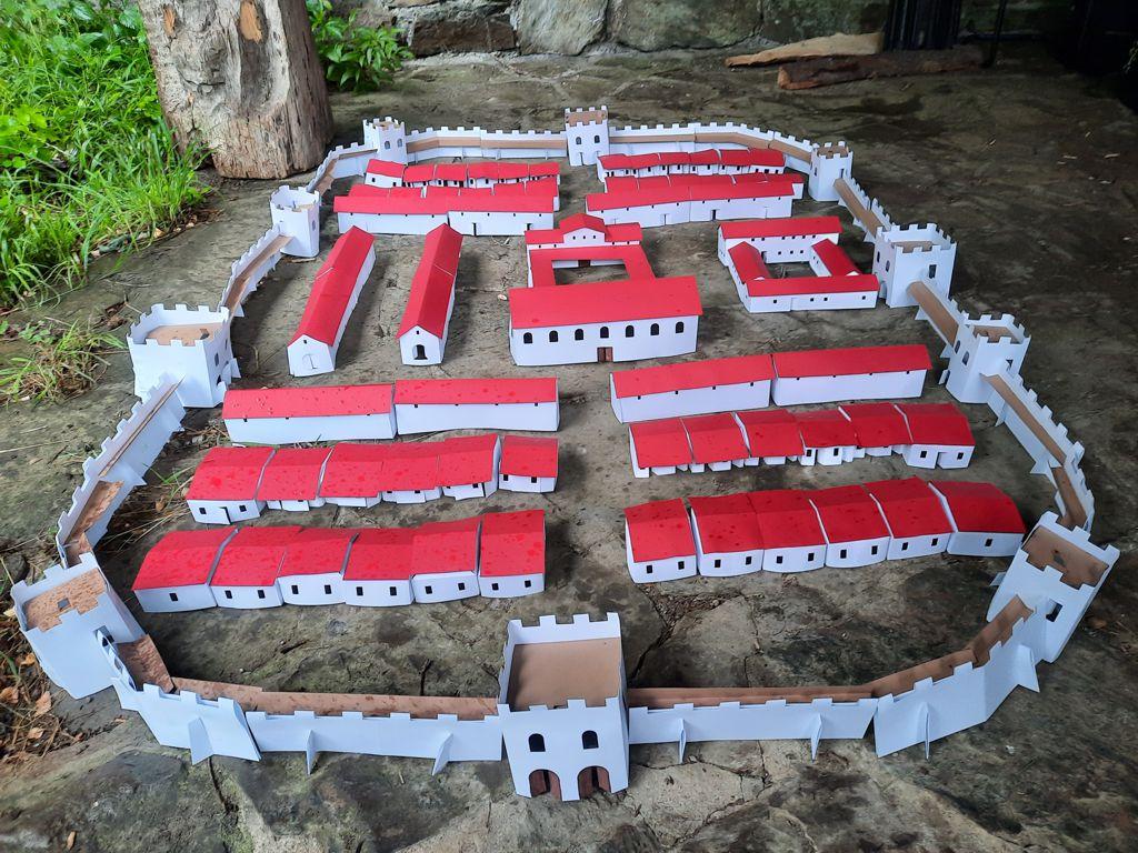 Ein römisches Kastell, das während des Lagers gebastelt wurde.